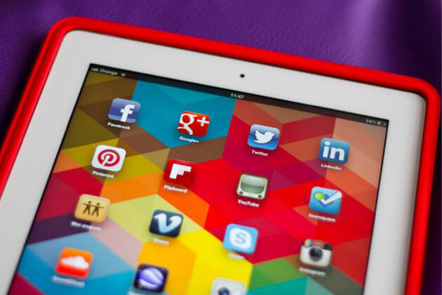 Customer service through social networks is a basic aspect