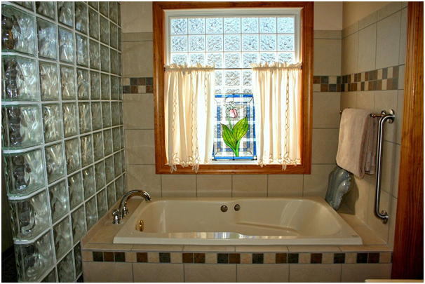 How to Choose a Bathroom Window Dressing