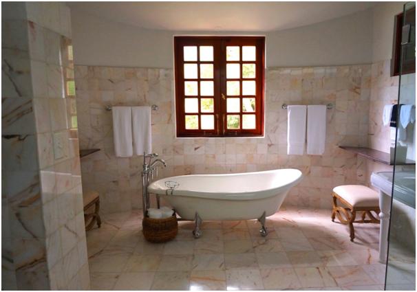 How to Choose a Bathroom Window Dressing2